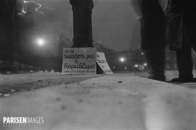 Manifestation. Pancartes abandonnées par les manifestants. Paris, 6 février 1934.