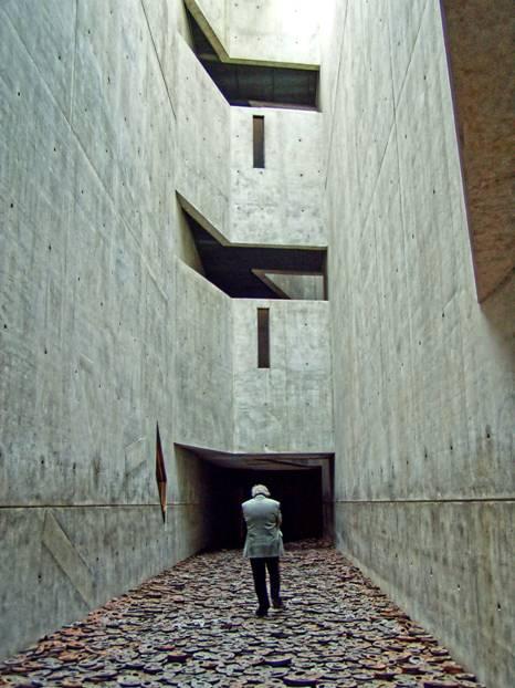 MEMORIAL DE L'HOLOCAUSTE BERLIN 1993. Crédit photo R. Lévy